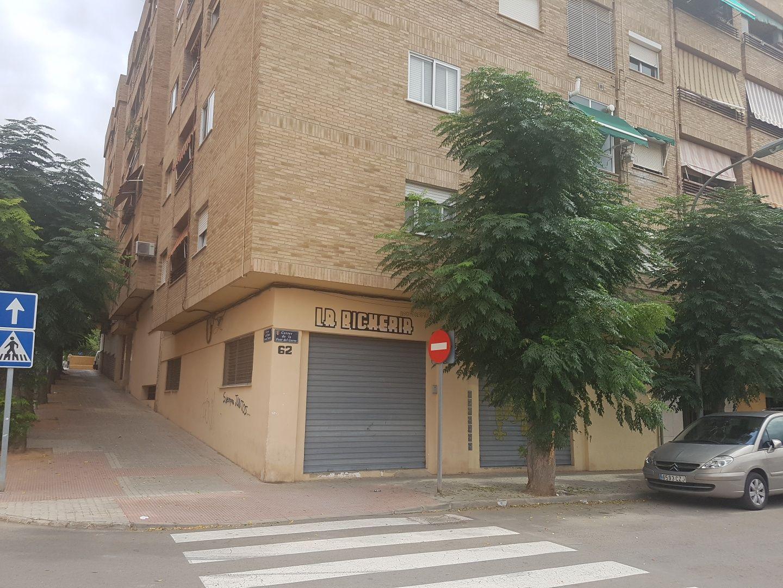 LOCAL ESQUINERO DE 147M2 EN PATERNA C/ FONT DEL FERRO