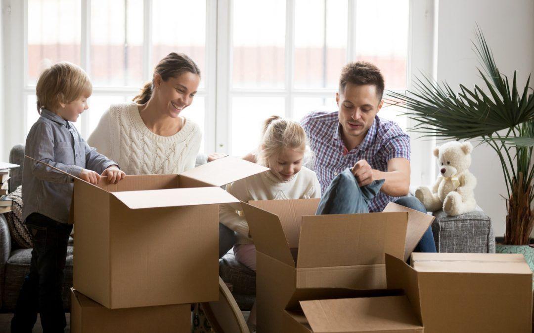 Comprar una casa en las afueras versus comprar un piso en el centro